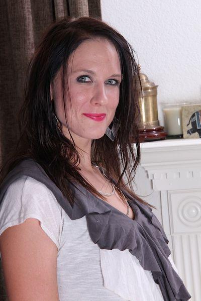 Singlefrau Gabriela will dringend hemmungslos streicheln.