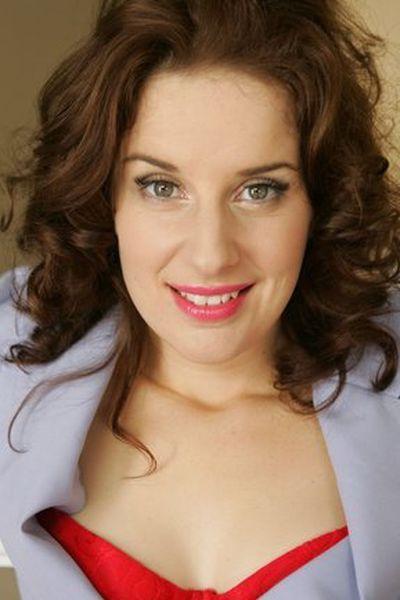 Stiefmutter Louise will umgehend tabulos anal gefickt werden.